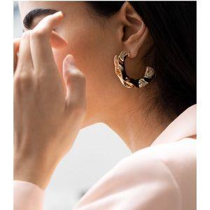 NWT & Other Stories rippling wave hoop earrings